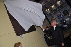 Pamětní desku odhalil předsedu Senátu Parlamentu České republiky Milan Štěch.