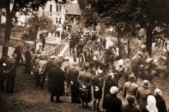Tento snímek z obsazování čs. pohraničí dokazuje, že německá armáda nebyla v té době ještě plně motorizovaná a moderně vyzbrojená, jak se dnes někdy tvrdí. Fotka byla pořízena v Orlických horách.