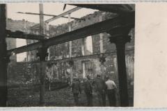 Trosky vypálené synagogy v Uherském Brodě