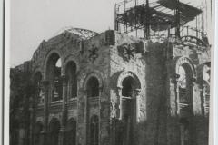 Výstavní olomoucká synagoga vybudovaná v orientálním stylu před a po vypálení