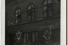Tam , kde z obav před rozšířením požáru na okolní domy árijců nebyla synagoga zapálena, byla alespoň vyrabována, bylo poničeno její vnitřní vybavení, vytlučena okna a fasáda pomalována hanlivými a antisemitskými nápisy. Na snímku je synagoga v Třeboni.