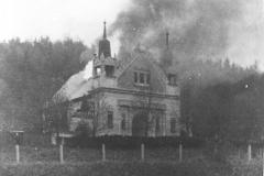 Hořící synagoga v Trutnově.